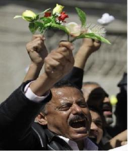 هؤلاء هم الذين يتهموننا بالإيرانية ... أحمد سيف حاشد